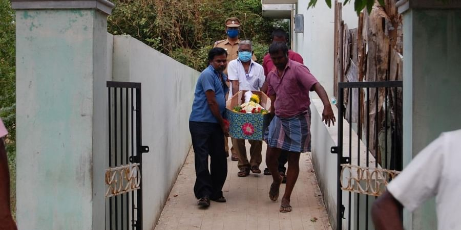 Selvan's body being received by his relatives at Tirunelveli government hospital. (PHOTO   V.KARTHIKALAGU, EPS)