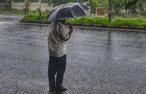 Mumbai suburbs get over 280 mm rain in 24 hours, civic body announces closure of offices