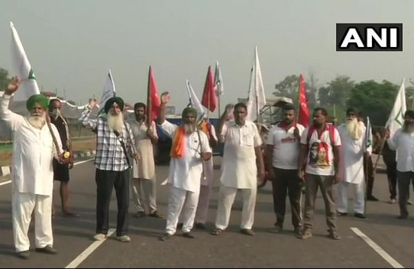 Farmers, under the aegis of Bharatiya Kisan Union and Revolutionary Marxist Party of India (RMPI), block Amritsar-Delhi National Highway near Phillaur in Jalandhar. (Photo | ANI Twitter)