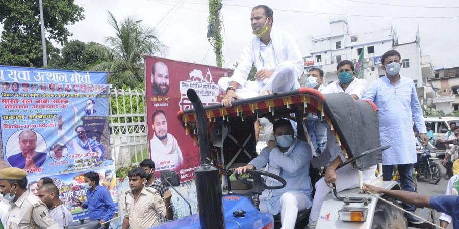 RJD Tejashwi Yadav drove a tractor on the road of Patna in protest against the new farm bills with his elder brother Tej Pratap Yadav sitting atop of the tractor.