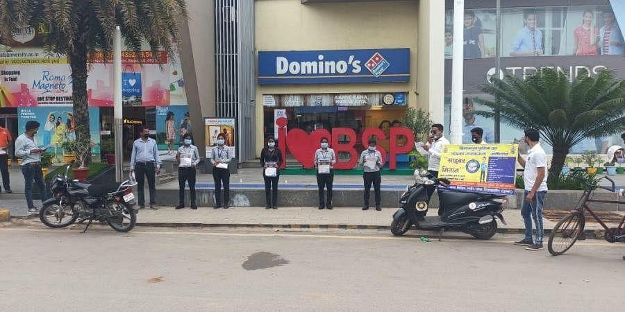 Cyber Rakshak volunteers campaigning in the market place.