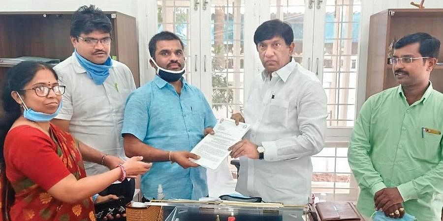Private teachers and lecturers call on Telangana State Planning Board  Vice-Chairman Vinod Kumar at his residence in Hyderabad on Sunday