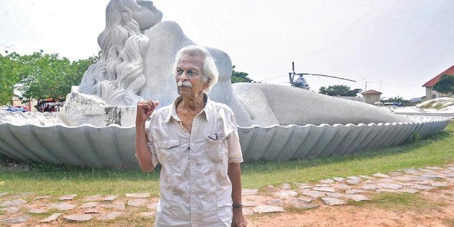 Sculptor Kanayi Kunhiraman in front of the Mermaid statue at Shankhumugham in Thiruvananthapuram | Vincent Pulickal