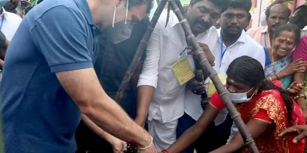 Rahul Gandhi at Thenpalanchi village near Madurai. (Photo| EPS)