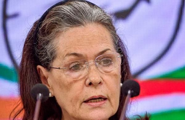 Government shown shocking insensitivity on farmers' issue: Sonia Gandhi