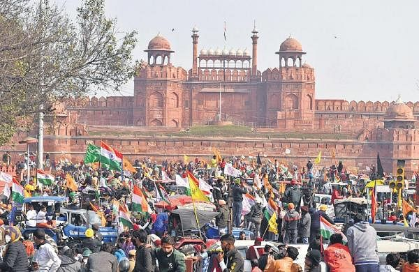 Violence mars peaceful protest as mobs hijack tractor parade on Republic day