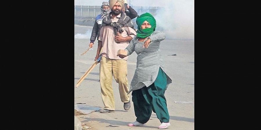 A woman confronts police at Mukarba Chowk. (Photo | Shekhar Yadav, EPS)