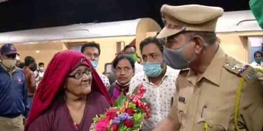She was received by her relatives and Aurangabad police officials upon her return to Aurangabad. (Photo | ANI)