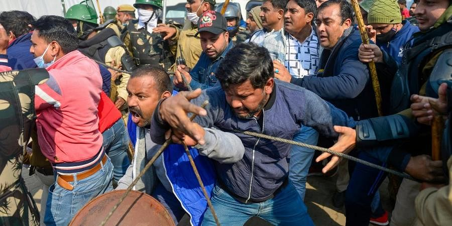 Clashes erupt between people claiming to be locals and farmers at Singhu border