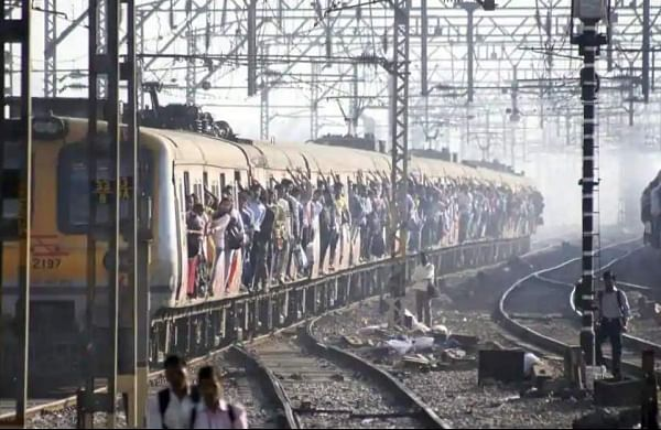 Mumbai:Woman dies after being 'pushed' out of train by husband