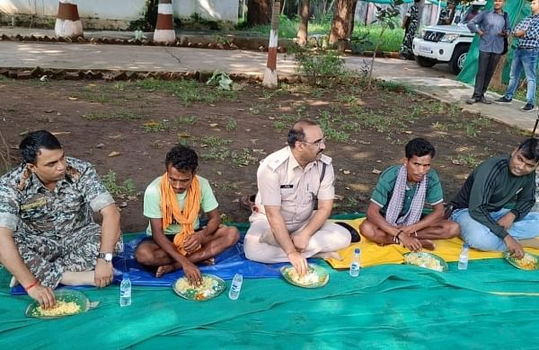Chhattisgarh: Sukma police take time off to engage, dine with surrendered Maoists to infuse new hope
