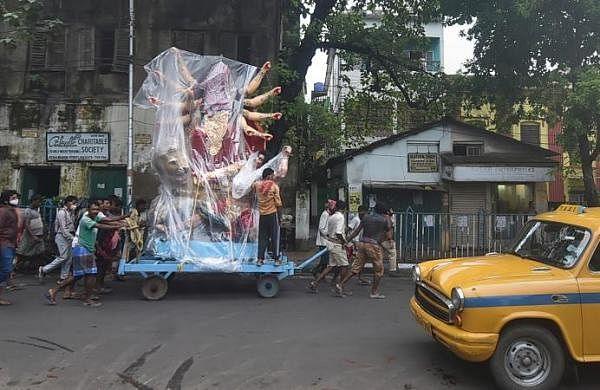 Citizens throng Durga Puja pandals; Bengal government urges people to avoid crowded places