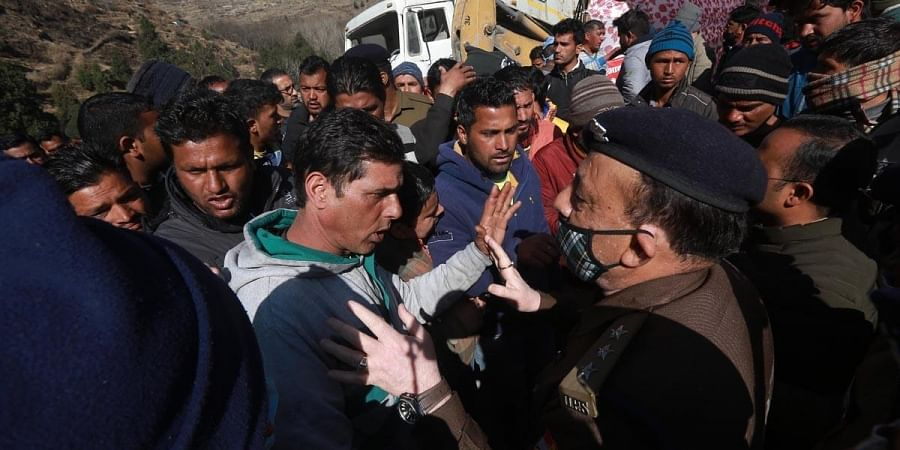 Family members and relatives of missing people get in a verbal spat with officials at a makeshift enquiry centre near Tapovan Tunnel in Chamoli. (Photo | Shekhar Yadav, EPS)