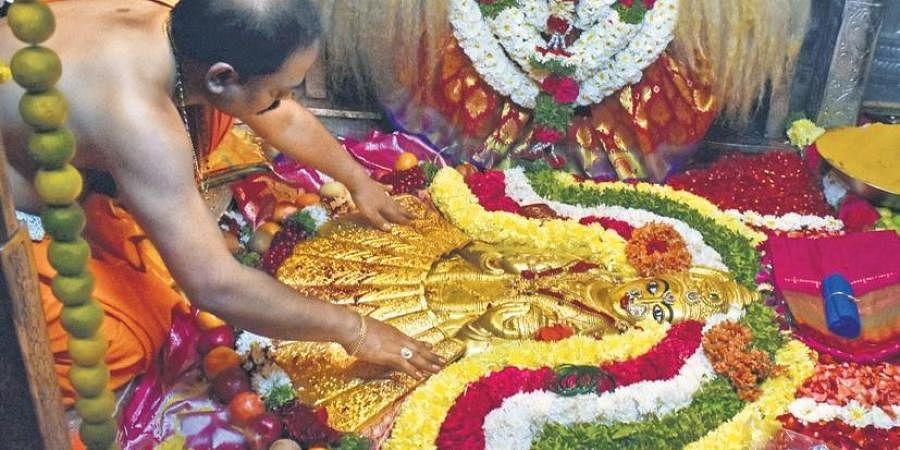 A 2.5 kg gold saree being presented to the Goddess at the Balkampet Yellamma temple | S Senbagapandiyan