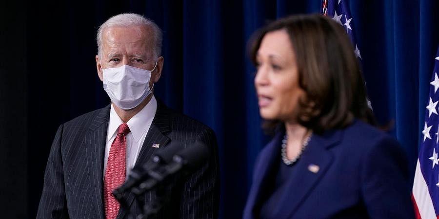 US President Joe Biden (L) and Vice-President Kamala Harris