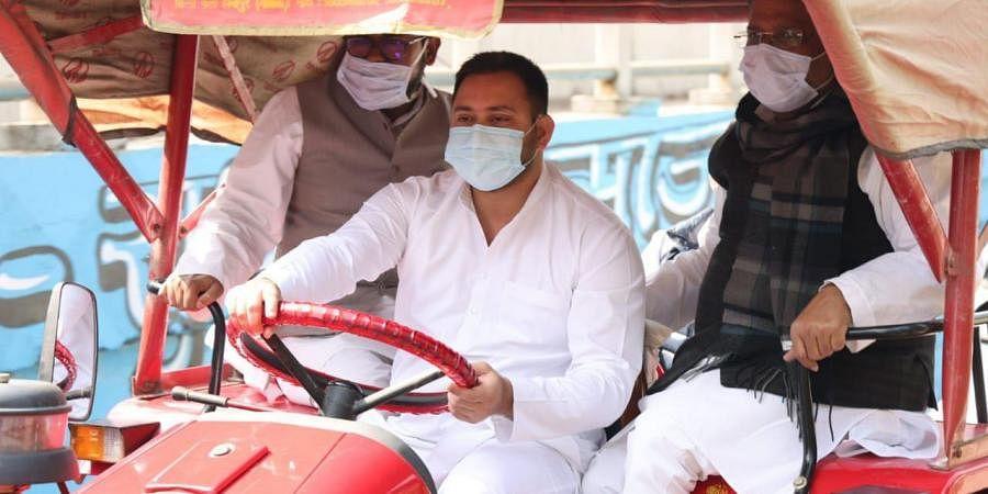Tejashwi Yadav rides a tractor to Bihar Assembly.  (Photo| EPS/ @yadavtejashwi)