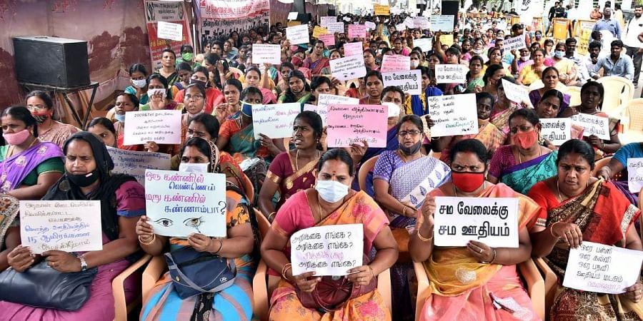 Members of Secondary Grade Seniority Teachers Association demanding equal pay for equal work on Sunday. (Photo   P Jawahar, EPS)