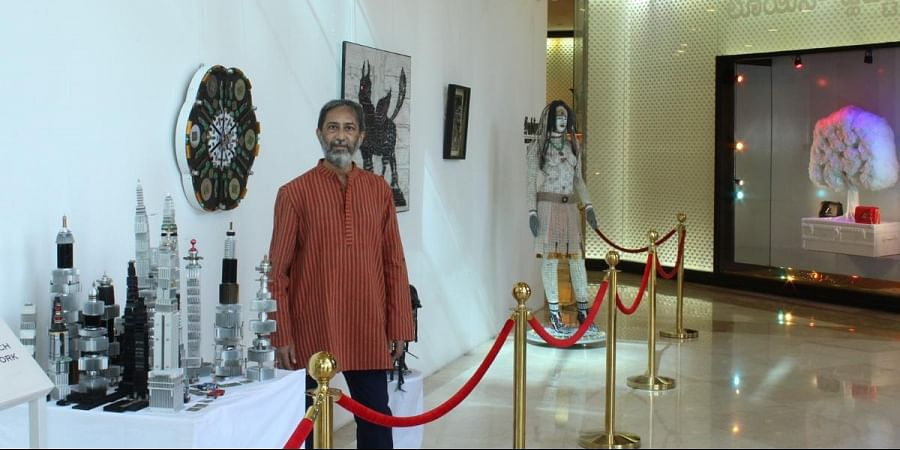 Vishwanath Mallabadi Davangere with his artworks created from e-waste.
