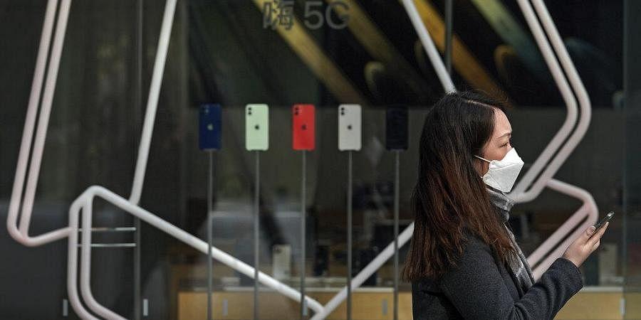 Woman at an Apple store. (Photo| AP)