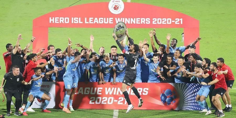 Mumbai City FC players celebrate with the League Winners Shield after winning 2-0 against ATKMB (ISL)