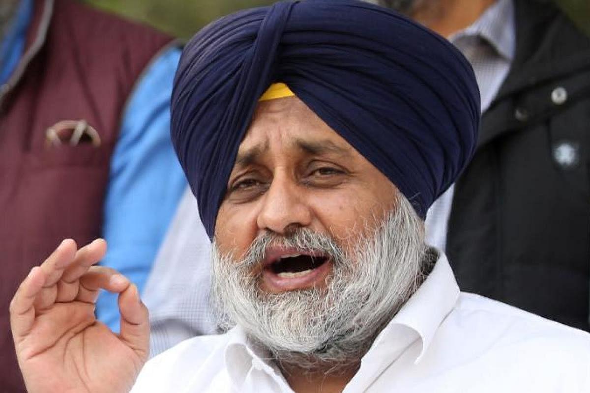 SAD President on Sukhpal Khaira: Shiromani Akali Dal Prez Sukhbir Singh Badal said that Congress and AAP were playing a fixed match.