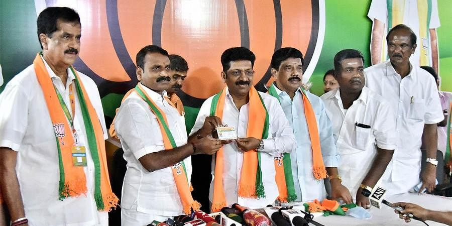 TN BJP President L Murugan welcomes DMK MLA (third from Left)  Dr. saravanan, who was denied ticket to contest in the forth coming Assembly elections. (Photo | P Jawahar, EPS)