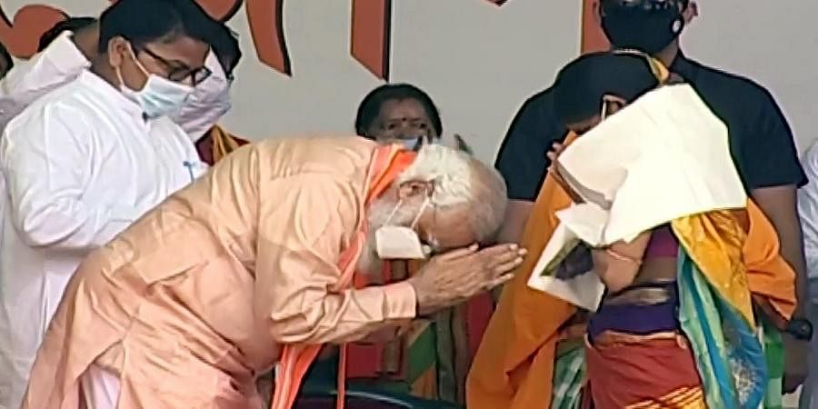 Prime Minister Narendra Modi greets the family members of the BJP workers who were killed, in Purulia on Thursday.