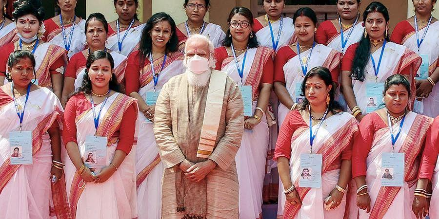 Prime Minister Narendra Modi in a group photo during his visit to the Jeshoreshwari Kali Temple, in Satkhira, Bangladesh. (Photo | PTI)