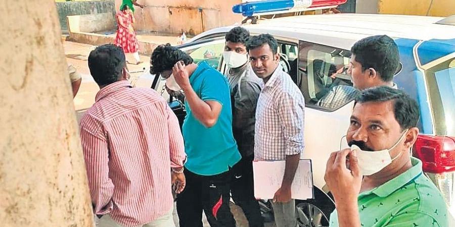 Police bring Kunta Srinivas, Sivanandula Chiranjeevi and Akkapaka Kumar to Godavarikhani Area Hospital for medical tests