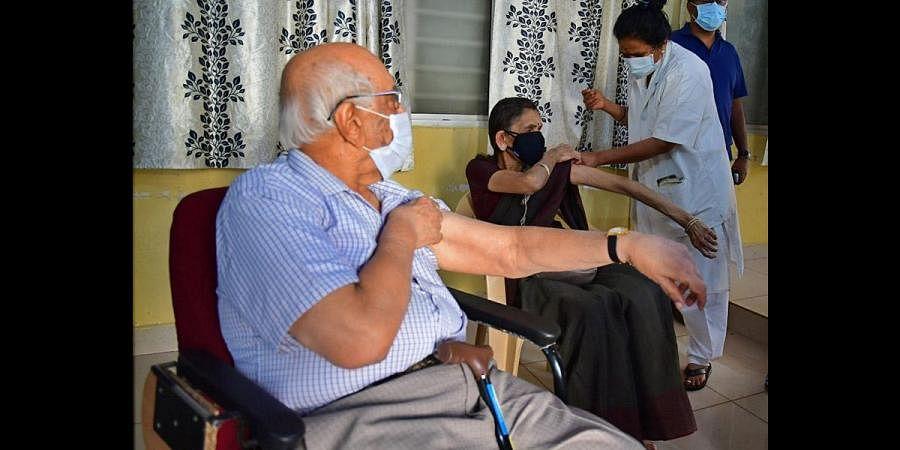 Senior citizen, Vaccination, Covid vaccine