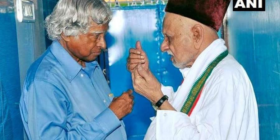APJ Abdul Kalam with elder brother Mohammed Muthu Meeran Maraickayar