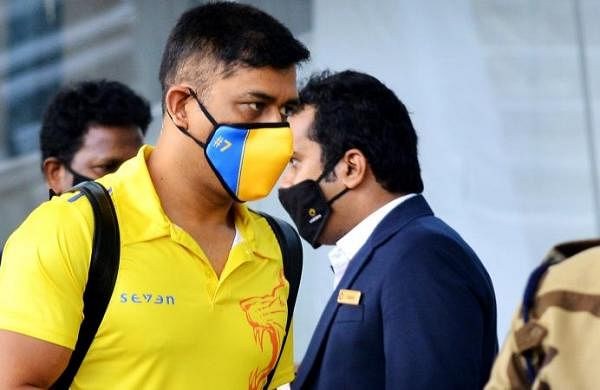 CSK skipper MS Dhoni sports new hairstyle, fans' opinions divided