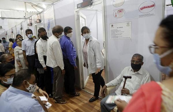 Record 1,52,879 new COVID-19 cases, 839 deaths in India; active infections breach 11-lakh mark