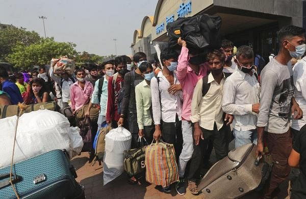 COVID curfew: Migrant workers returning from Maharashtra allege extortion from cops