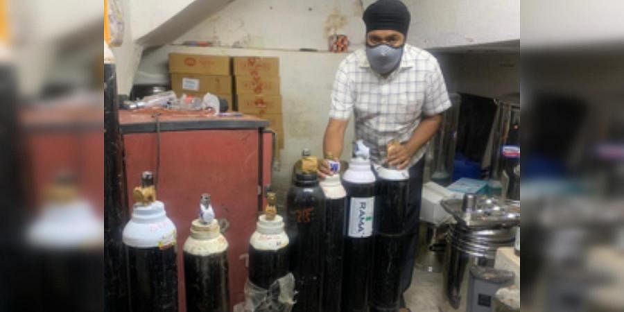 Gurudwara Sahib, Secunderabad and Guru Nanak Medical Centre line up oxygen cylinders for COVID-19 patients placed under home isolation