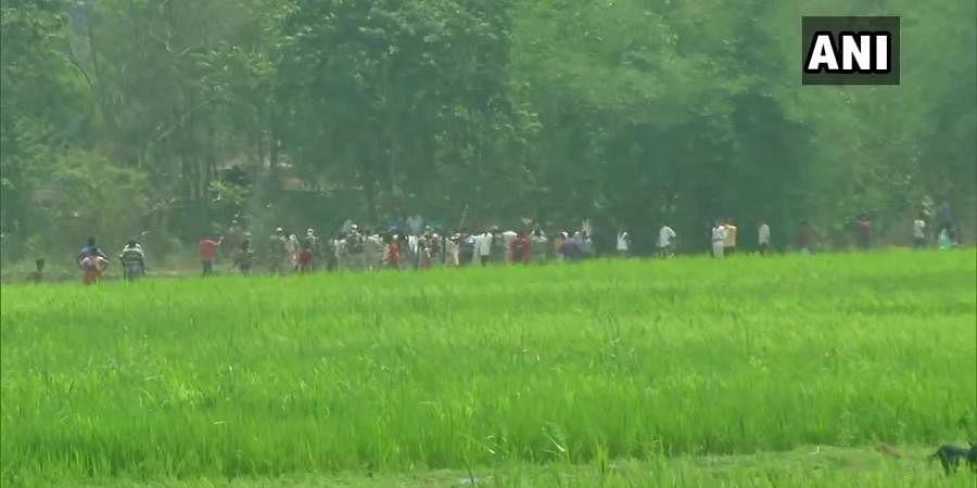 Clash erupts between supporters of BJP and TMC in Arambag