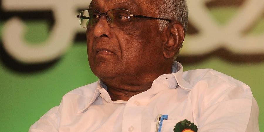 irector S P Muthuraman during Dinamani Ilakiya Thiruvizha
