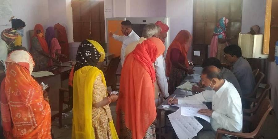 Thaneta village voting to be liquor free