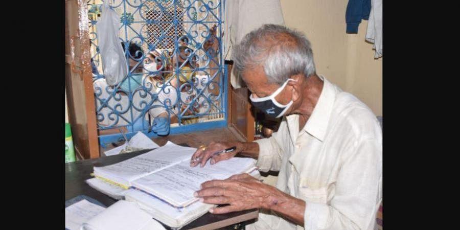 79-year old Bhrigrashan, the caretaker of the sole crematorium in Haldwani