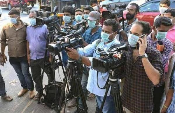 Journos must be treated as frontline staff for COVID-19 vaccination: Fadnavis