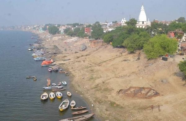 71 bodies of suspected COVID victims fished out from Ganga, locals give it a ritual spin