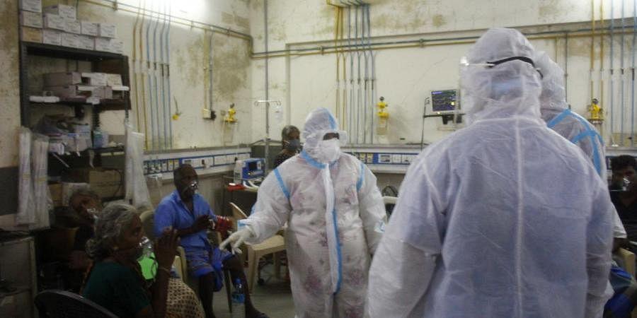 Lt. Governor Dr Tamilisai Soundararajan visited the hospital donning a PPE kit.