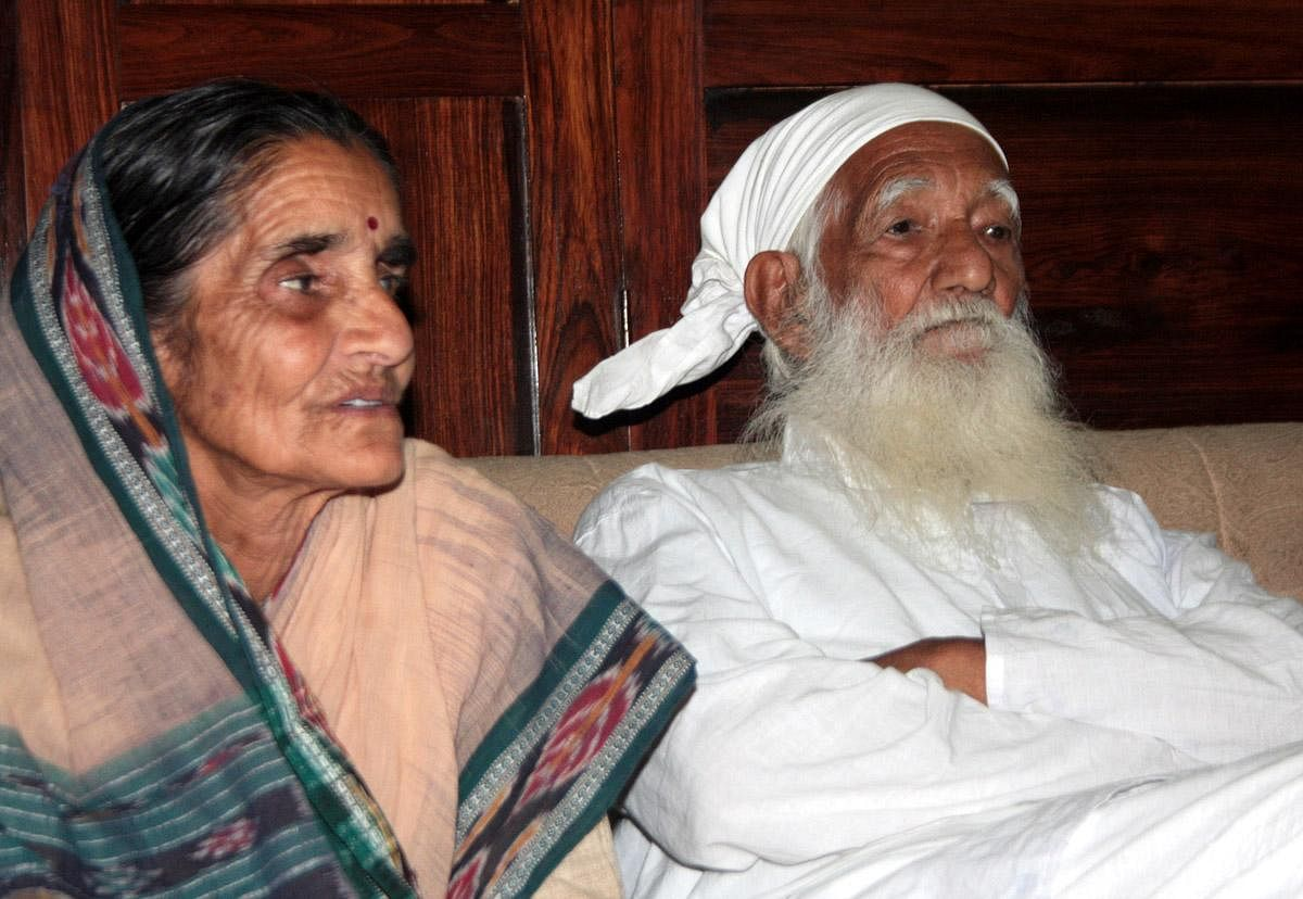 Sundarlal Bahuguna's humane activism earned him several accolades. From being bestowed upon the 'Padma Shri' in 1981, 'Jamnalal Bajaj Award' in 1986, to the 'Padma Vibhushan' in 2009, his work has been deeply revered over the years.    In photo: Late Sundarlal Bahuguna with his wife Vimla Bahuguna (File Photo | EPS)