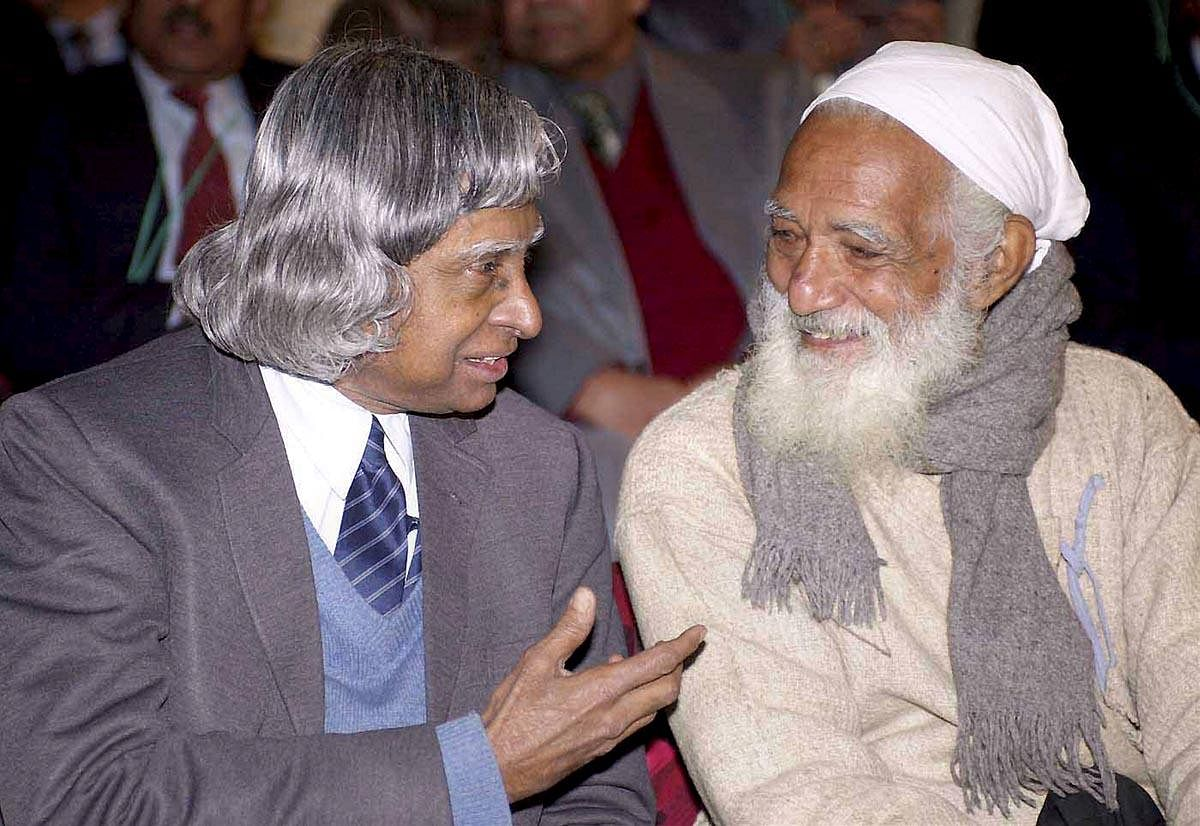 Touring across villages, Bahuguna took up the responsibility to educate the masses and helped shine light on the movement. Later in 1984, he also spearheaded the anti-Tehri dam movement.     In picture: Sunderlal Bahuguna talks with former President Dr. A.P.J. Abdul Kalam at the 88th Indian Science Congress Session in New Delhi. (Photo | PTI)