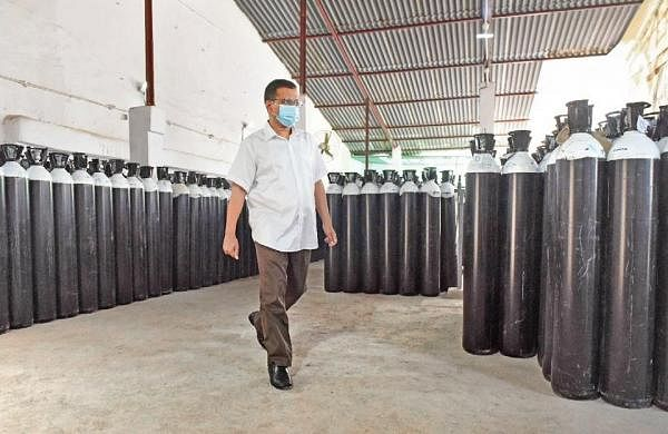 Preparing for third Covid wave, Delhi imports 6,000 oxygen cylinders from China