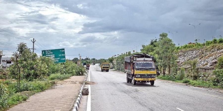 A service road from Narsingi to Kollur