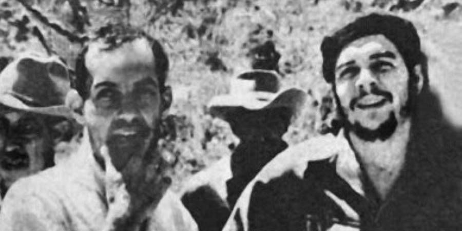 This 1960 file photo shows Cuban film director Tomas Gutierrez Alea (Titon) (L), discussing his film 'History of the Revolution' with Ernesto 'Che' Guevara (R) when Guevera visited the director on location.
