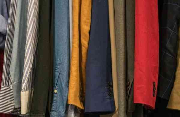 After losing father to Covid, Class 6 girl sells shirts on footpath in Uttar Pradesh'sShahjahanpur