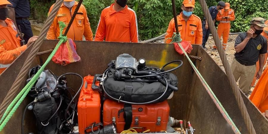 A 12-member Indian Navy diving team was pressed into action on 12th June to rescue the five miners.