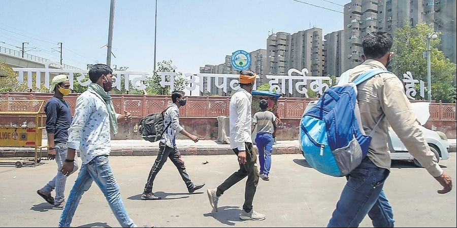 Migrant workers return to Delhi, as city's Covid-19 situation gets gradually better, at Anand Vihar ISBT in New Delhi.